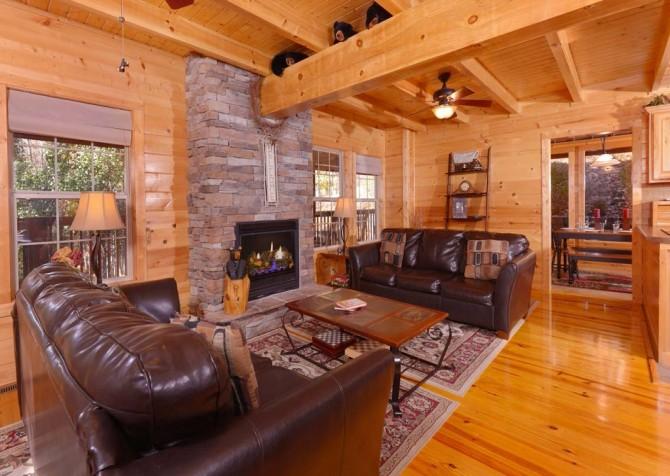 Gatlinburg Cabin- Amy's Place – Living Room