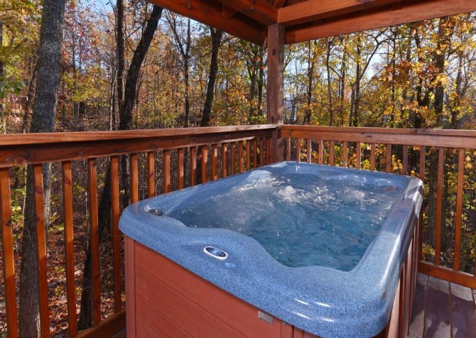 Gatlinburg Cabin- Amy's Place – Outdoor Hot Tub