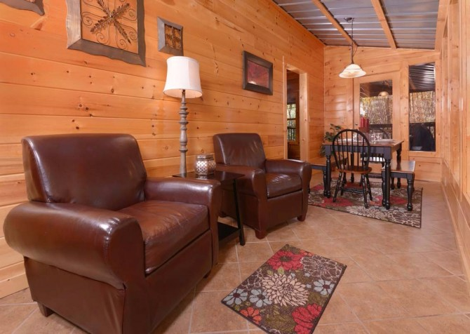 Gatlinburg Cabin- Amy's Place – Sitting Area