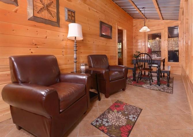 Gatlinburg Cabin- Amy's Place – Sitting Area