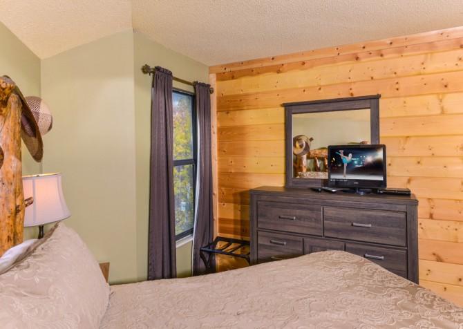 Gatlinburg Cabin- Apparent Seclusion– Bedroom 1