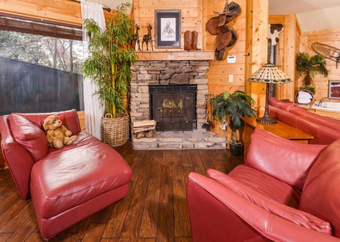 Gatlinburg Cabin- Apparent Seclusion– Living Room