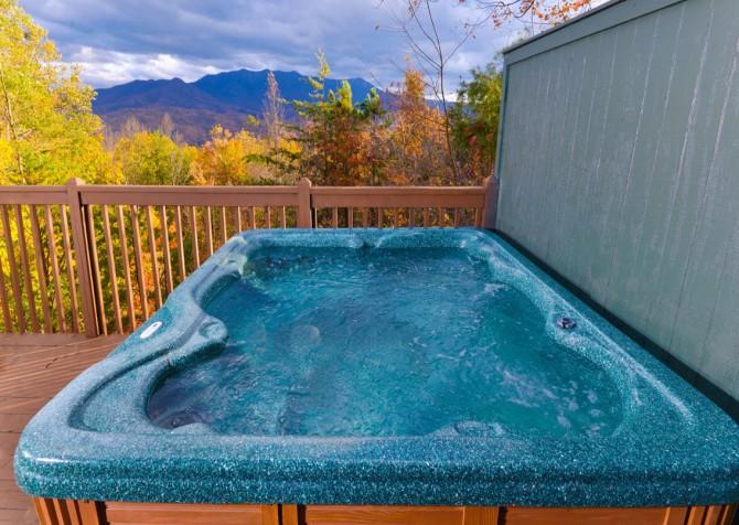 Gatlinburg Cabin- Apparent Seclusion– Outdoor Hot Tub