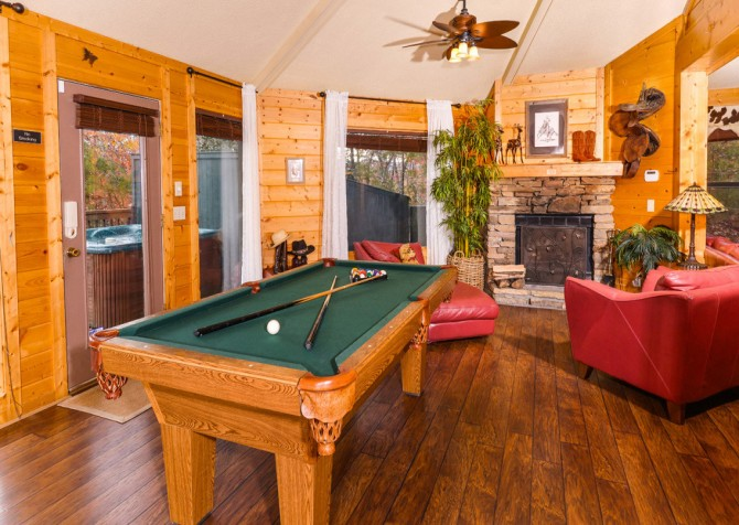 Gatlinburg Cabin- Apparent Seclusion–  Pool Table