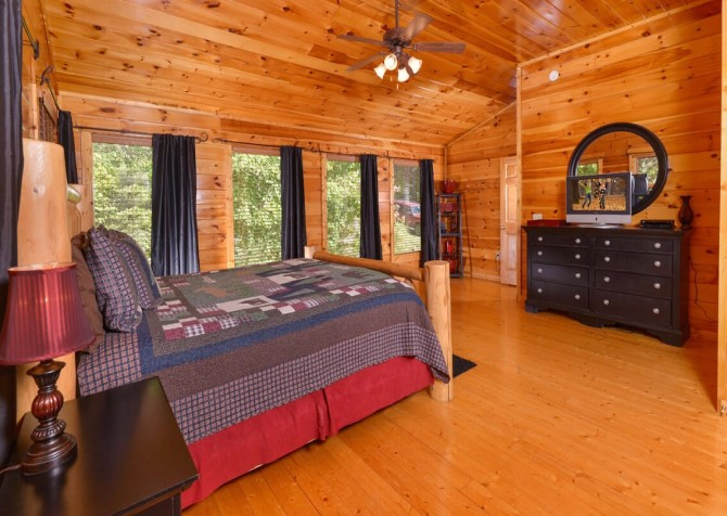 Gatlinburg Cabin -As Good As It Gets – Bedroom 1