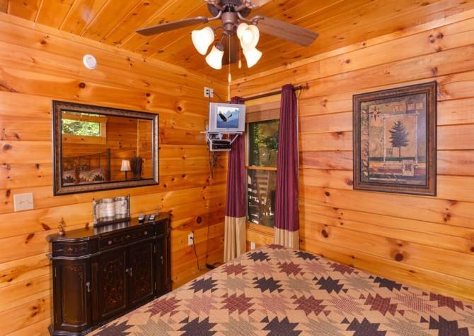 Gatlinburg Cabin -As Good As It Gets – Bedroom 2