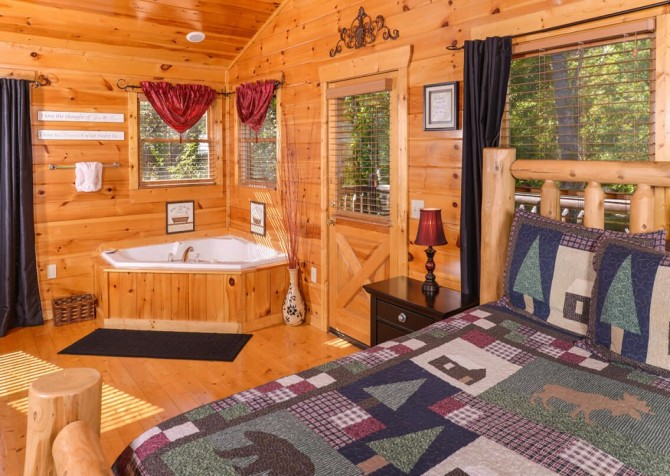Gatlinburg Cabin -As Good As It Gets – Bedroom 1 Indoor Jetted Tub