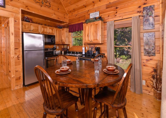 Gatlinburg Cabin -As Good As It Gets – Dining Area