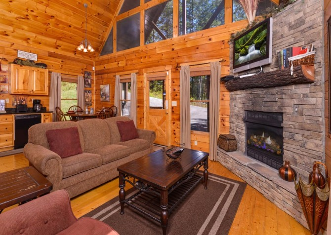 Gatlinburg Cabin -As Good As It Gets – Living Room