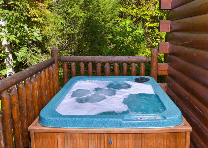 Gatlinburg Cabin -As Good As It Gets –  Outdoor Hot Tub