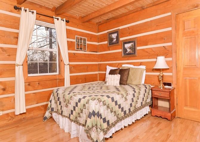 Gatlinburg Cabin -Auntie Sue's Cabin – Bedroom 1