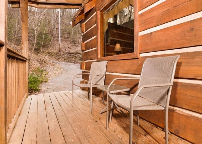 Gatlinburg Cabin -Auntie Sue's Cabin – Deck