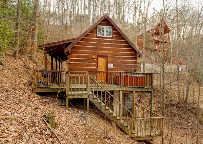 Gatlinburg Cabin -Auntie Sue's Cabin – Exterior