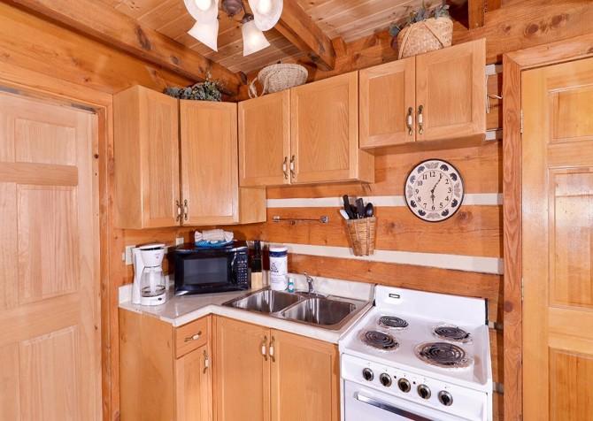 Gatlinburg Cabin -Auntie Sue's Cabin – Kitchen