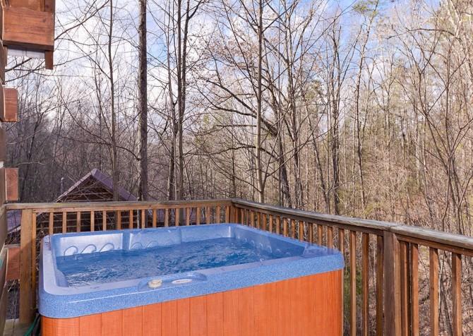 Gatlinburg Cabin -Auntie Sue's Cabin – Outdoor Hot Tub