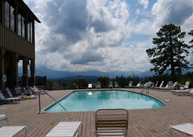 Pigeon Forge - legacy views and a theater - Resort