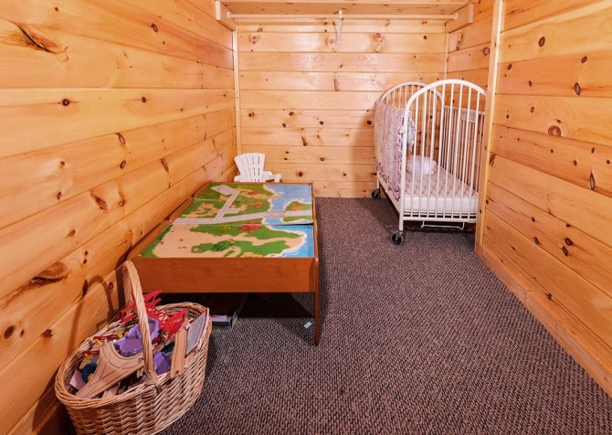 Pigeon Forge Cabin – Paul Bunyan's Treehouse – Bedroom Five