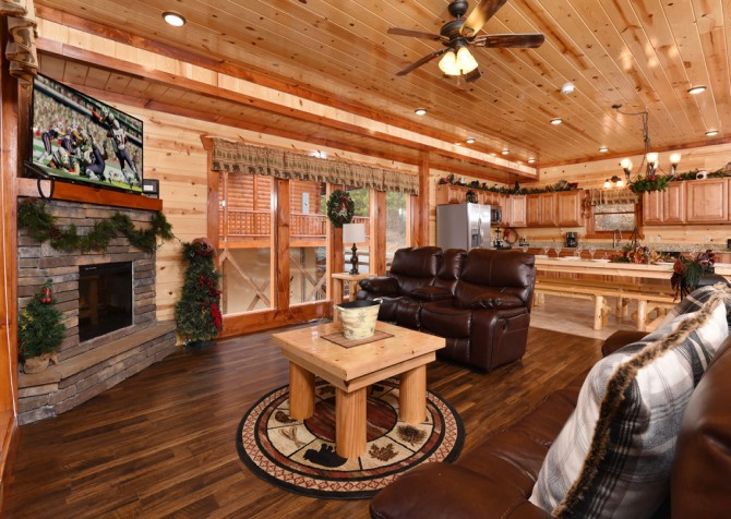 Pigeon Forge - Emerald and Evergreen At Sherwood - Living Room