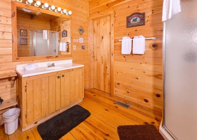 Pigeon Forge Cabin- Almost Bearadise - Bathroom