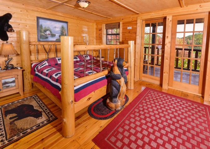 Pigeon Forge Cabin- Almost Bearadise - Bedroom