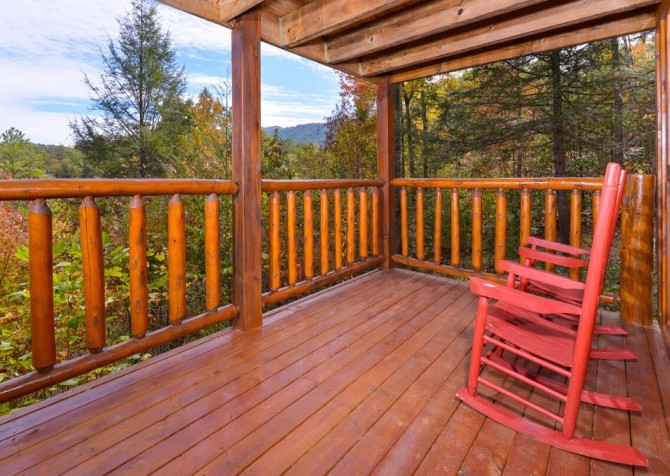 Pigeon Forge Cabin- Almost Bearadise - Deck with View