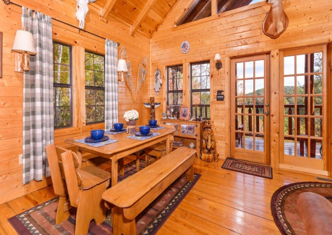 Pigeon Forge Cabin- Almost Bearadise - Dining Area