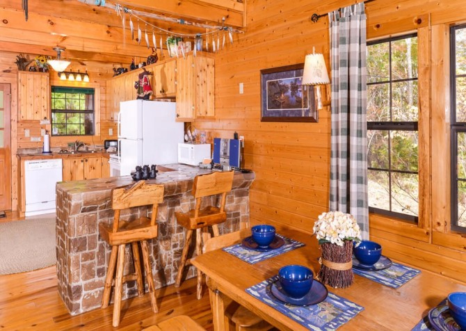 Pigeon Forge Cabin- Almost Bearadise - Kitchen - Dining Area