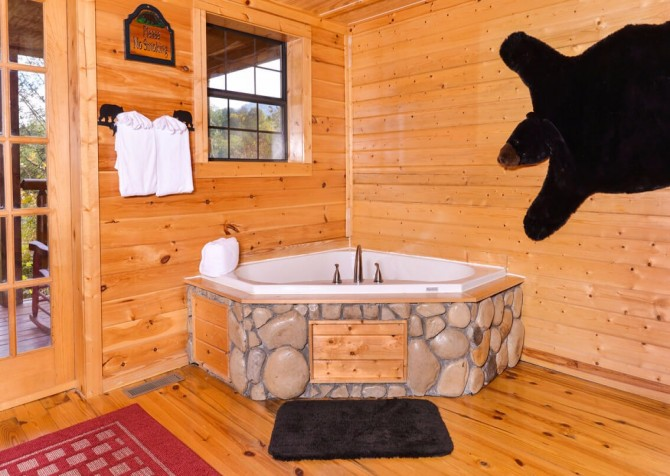 Pigeon Forge Cabin- Almost Bearadise - Indoor Jetted Tub