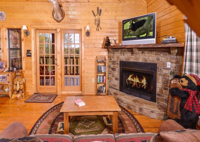 Pigeon Forge Cabin- Almost Bearadise - Living Room