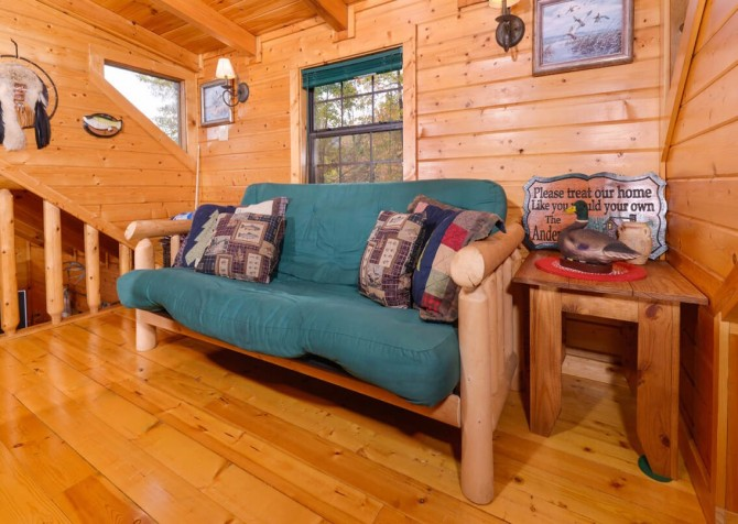 Pigeon Forge Cabin- Almost Bearadise - Loft Futon