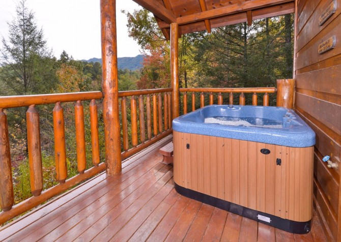 Pigeon Forge Cabin- Almost Bearadise - Outdoor Hot Tub