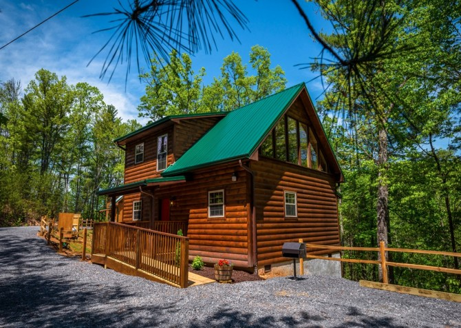 Pigeon Forge Cabin- Along The Right Path – Side Exterior
