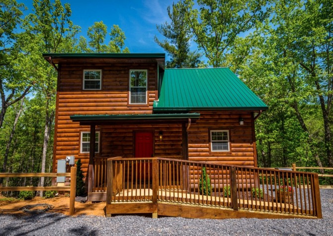 Pigeon Forge Cabin- Along The Right Path – Front Exterior