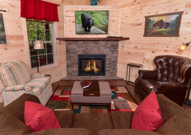 Pigeon Forge Cabin- Along The Right Path – Living Room