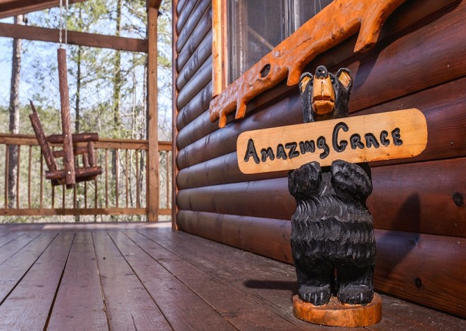 Pigeon Forge Cabin- Amazing Grace – Cabin Sign
