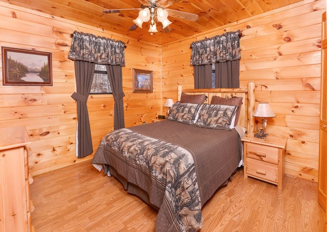 Pigeon Forge Cabin- Amazing Grace – Bedroom 1