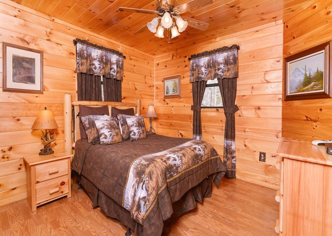 Pigeon Forge Cabin- Amazing Grace – Bedroom 2