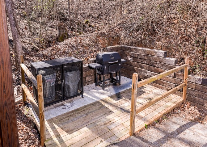 Pigeon Forge Cabin- Amazing Grace – Outside Grill