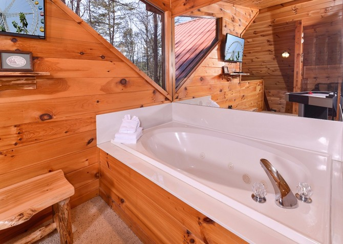 Pigeon Forge Cabin- Amazing Grace – Loft Indoor Jetted Tub