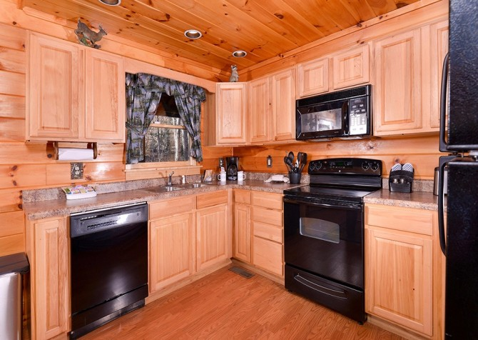 Pigeon Forge Cabin- Amazing Grace – Kitchen