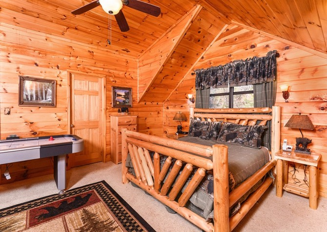 Pigeon Forge Cabin- Amazing Grace – Loft Bed