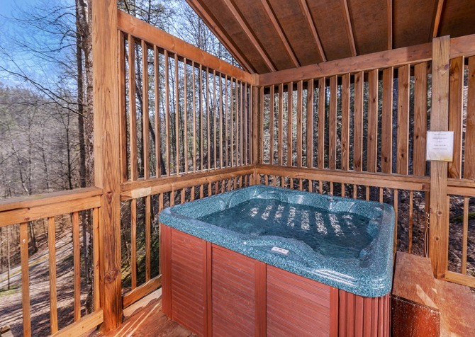 Pigeon Forge Cabin- Amazing Grace – Outdoor Hot Tub