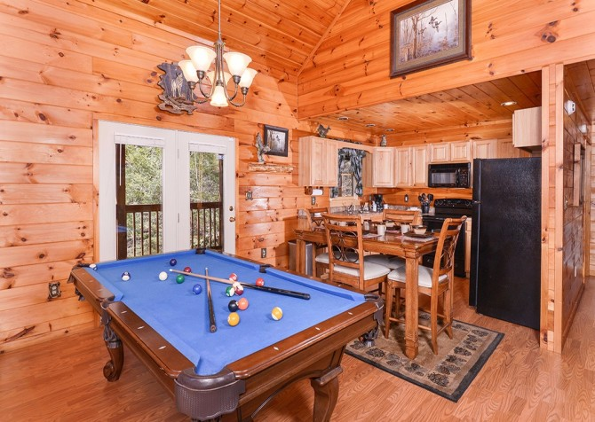 Pigeon Forge Cabin- Amazing Grace – Pool Table - Dining Area