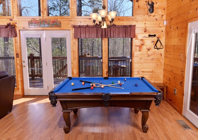Pigeon Forge Cabin- Amazing Grace – Pool Table
