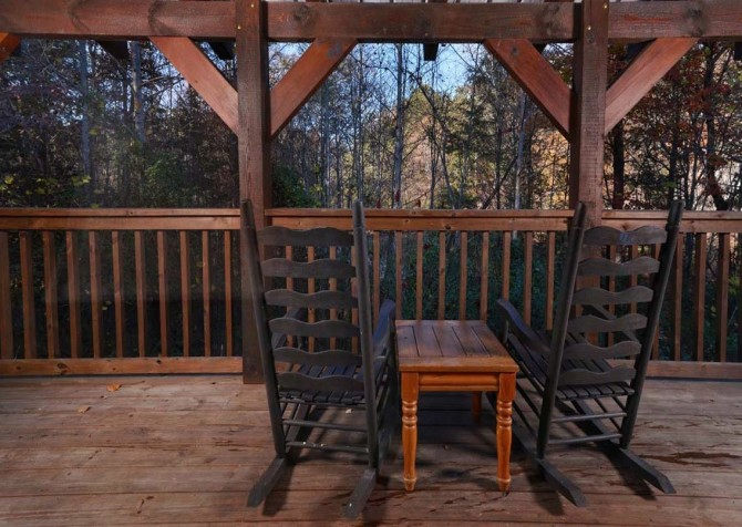 Pigeon Forge Cabin- American Charm – Deck