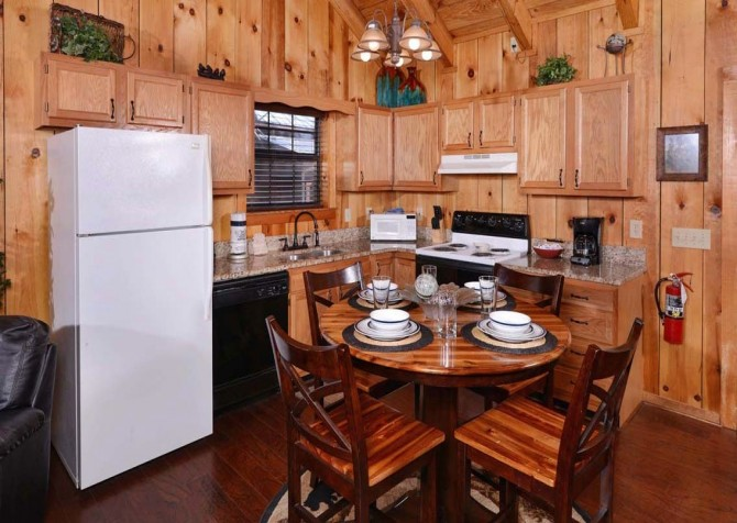 Pigeon Forge Cabin- American Charm – Kitchen
