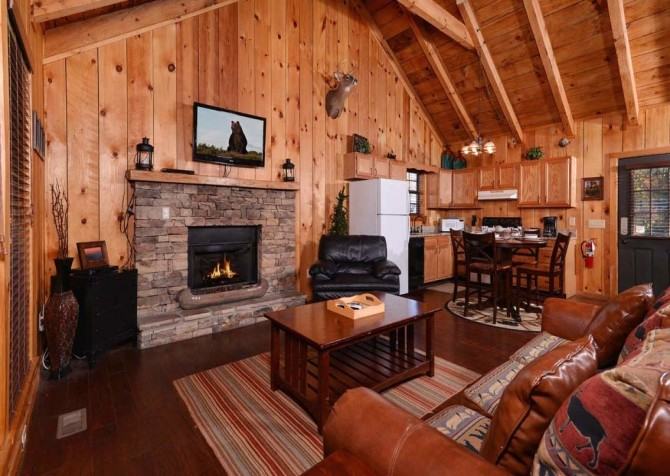 Pigeon Forge Cabin- American Charm – Living Room