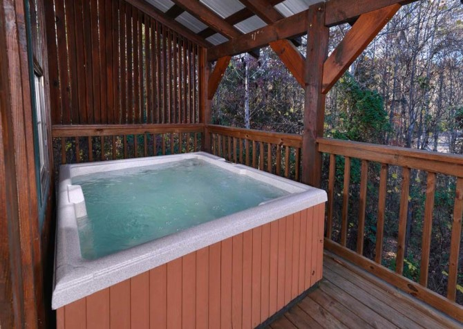 Pigeon Forge Cabin- American Charm – Outdoor Hot Tub