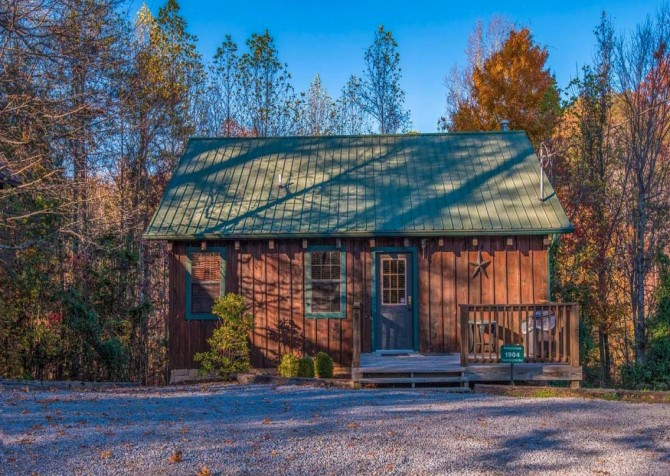 Pigeon Forge Cabin- American Charm – Exterior