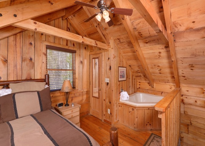 Pigeon Forge Cabin- American Dream – Bedroom